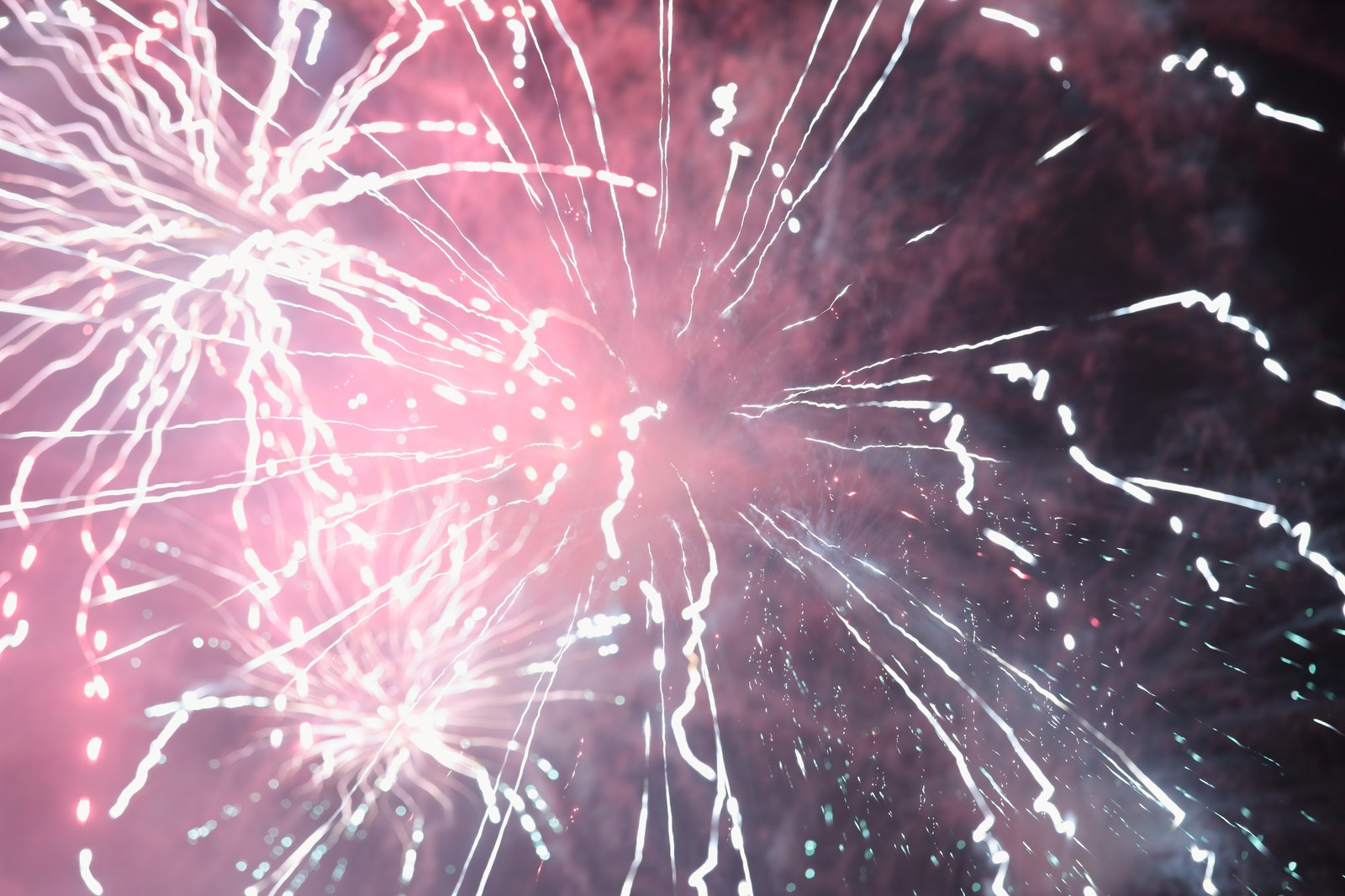 「花火・夏の終わり | 写真の無料素材・フリー素材 - ぱくたそ」の写真