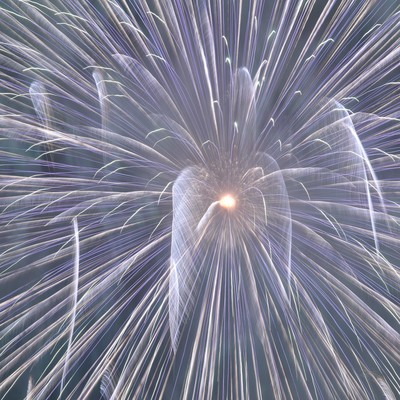 「宇宙へと誘うかのような花火」の写真素材