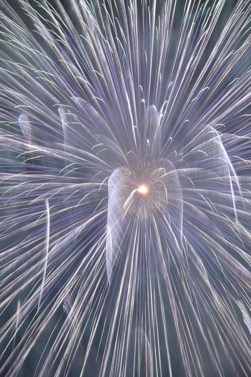 「宇宙へと誘うかのような花火」の写真