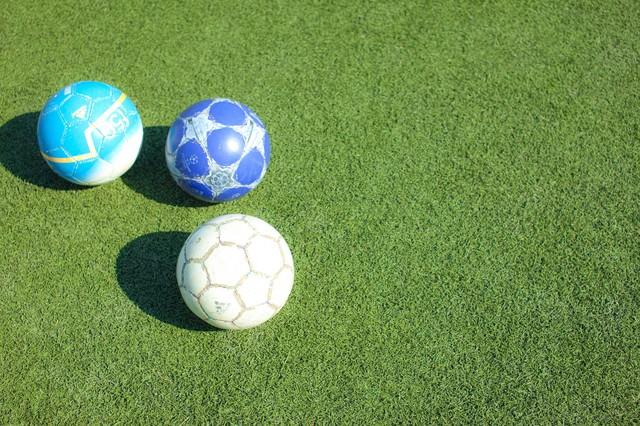 Enjoy!フットサル・練習前のピッチとサッカーボール