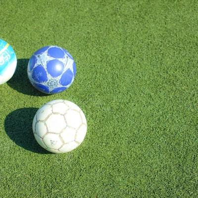 Enjoy!フットサル・練習前のピッチとサッカーボールの写真