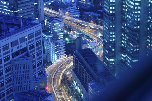 一歩先には東京の高層夜景の写真