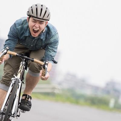 「最速派手を目指す自転車男子」の写真素材
