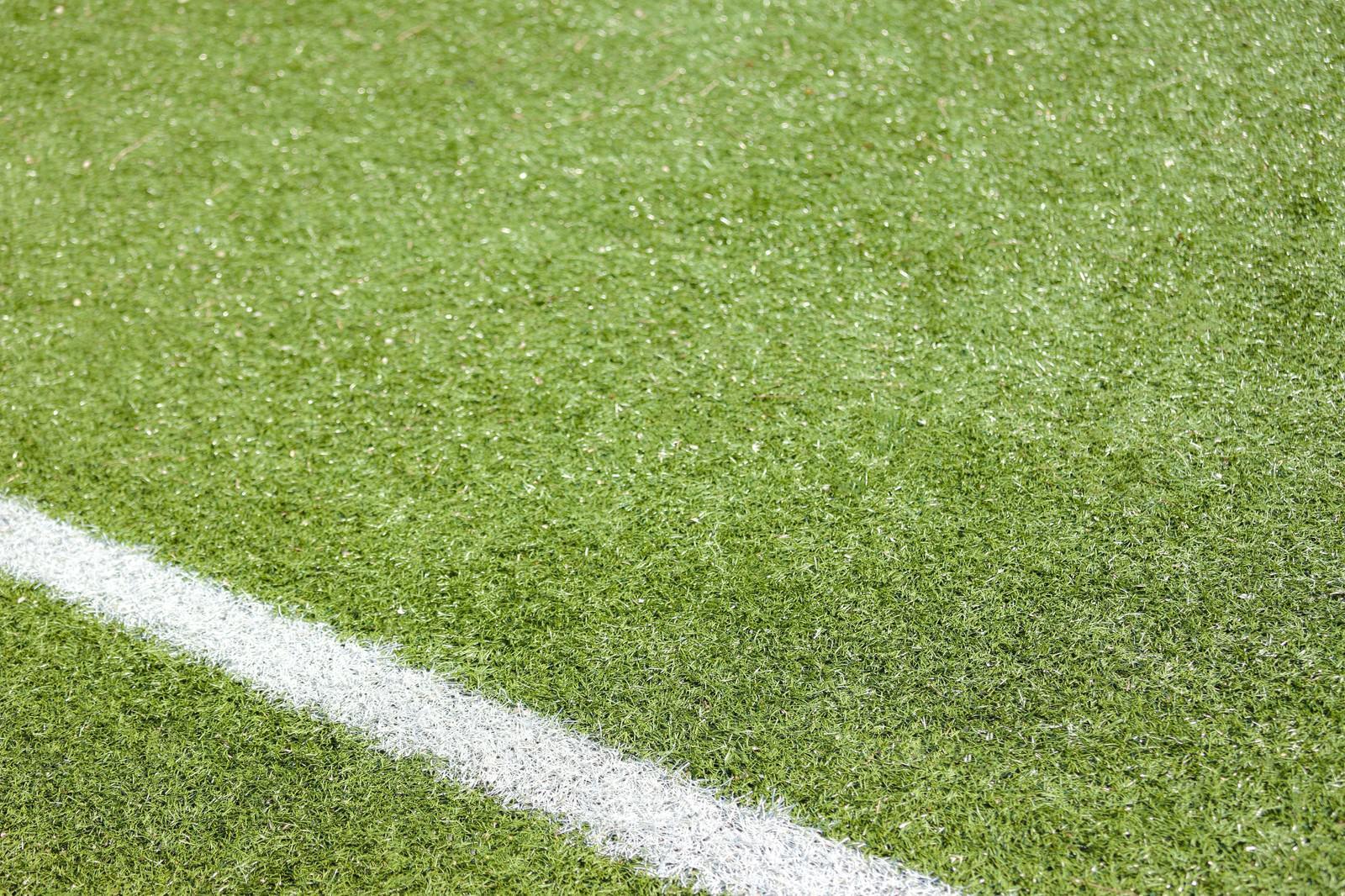「その一線の先に・コート芝ライン | ぱくたそフリー素材」の写真
