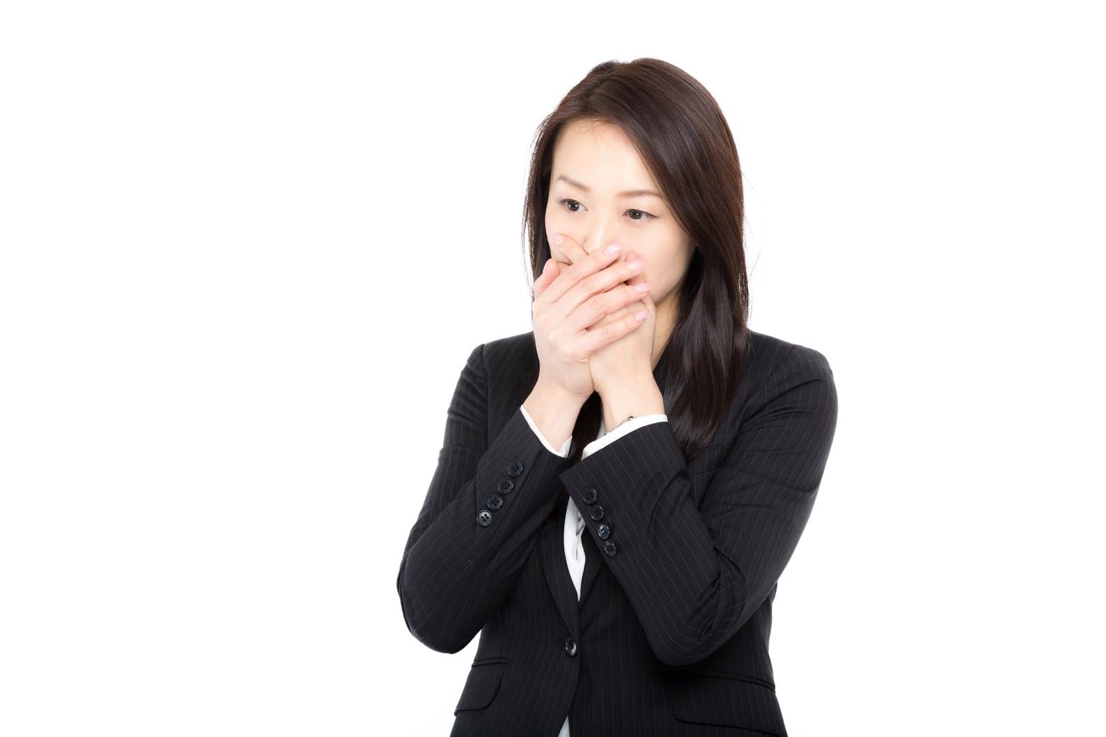 「絶句するビジネスウーマン」の写真[モデル:土本寛子]