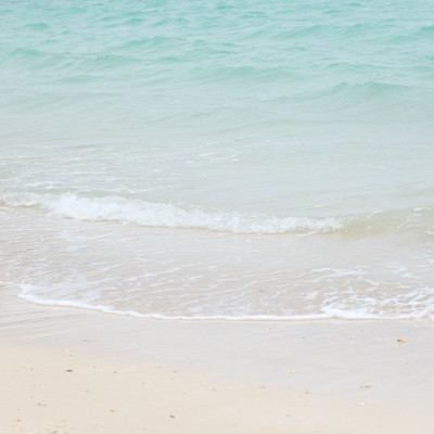 宮古島のエメラルドグリーンの海の写真
