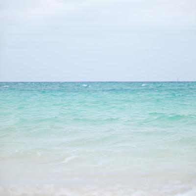 宮古島の美しい海と空の写真