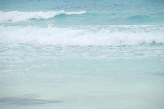 宮古島の海と波の写真