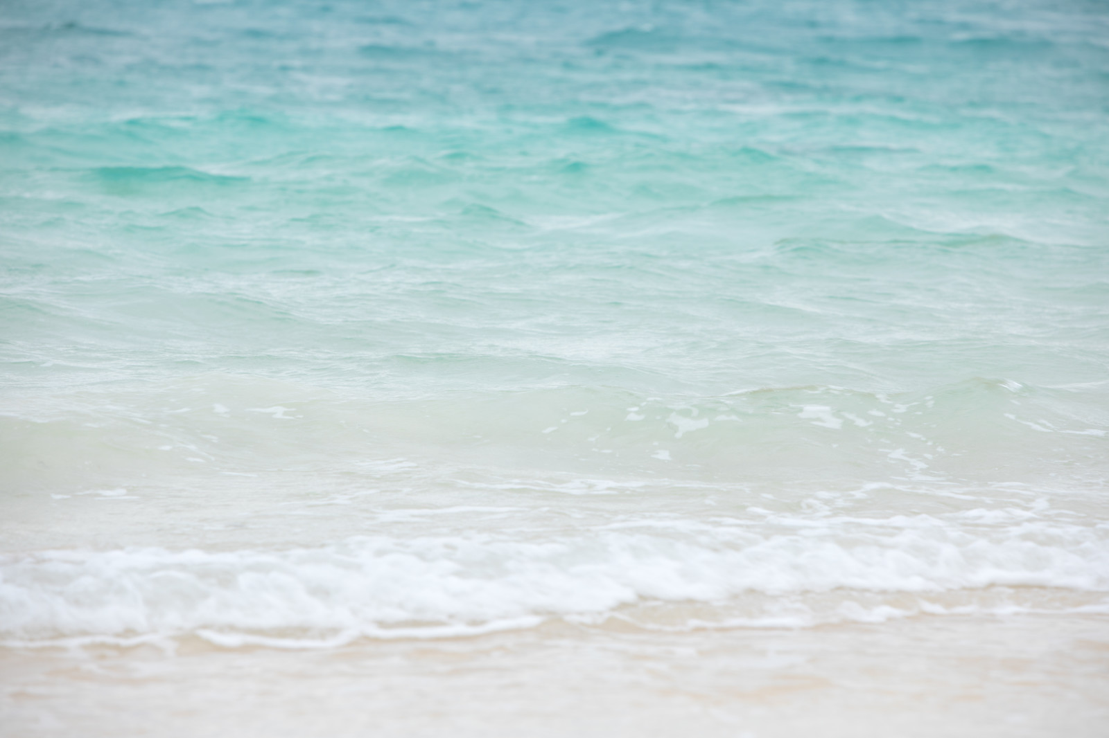 「宮古島の美しい海と小さな波」の写真