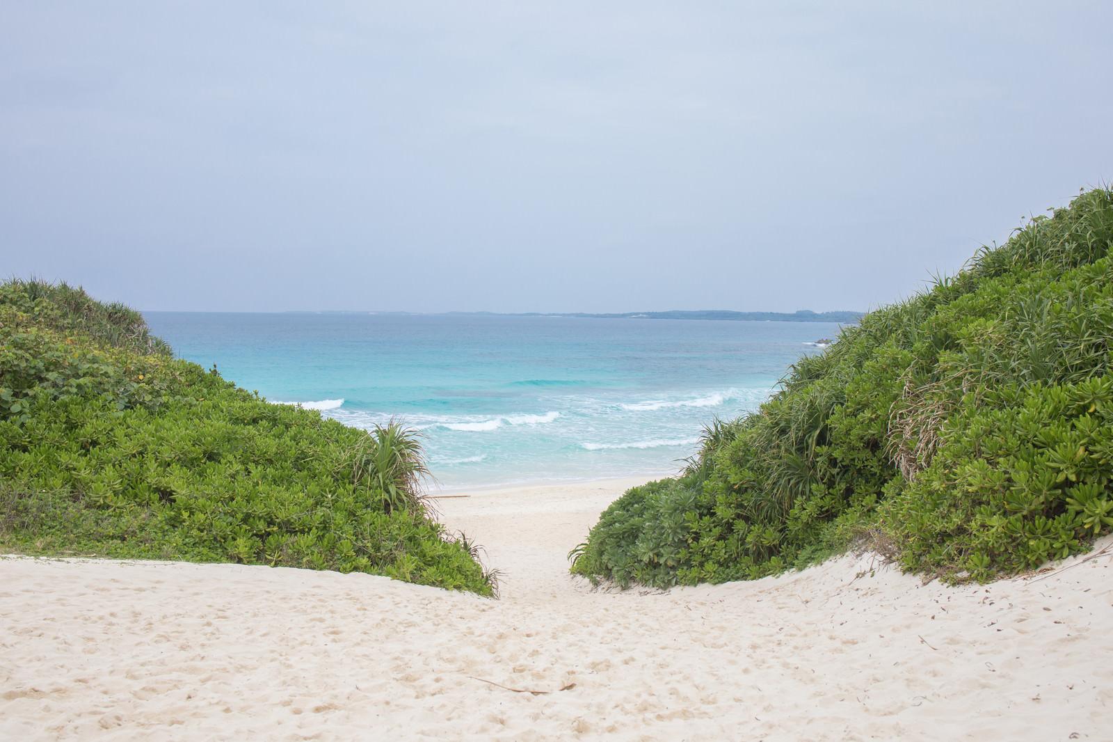 「宮古島随一の人気観光スポット「砂山ビーチ」」の写真