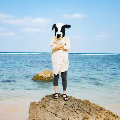 旅行中でも気を抜かない牛女の写真