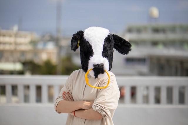 屋上に呼び出し説教をはじめるエト牛