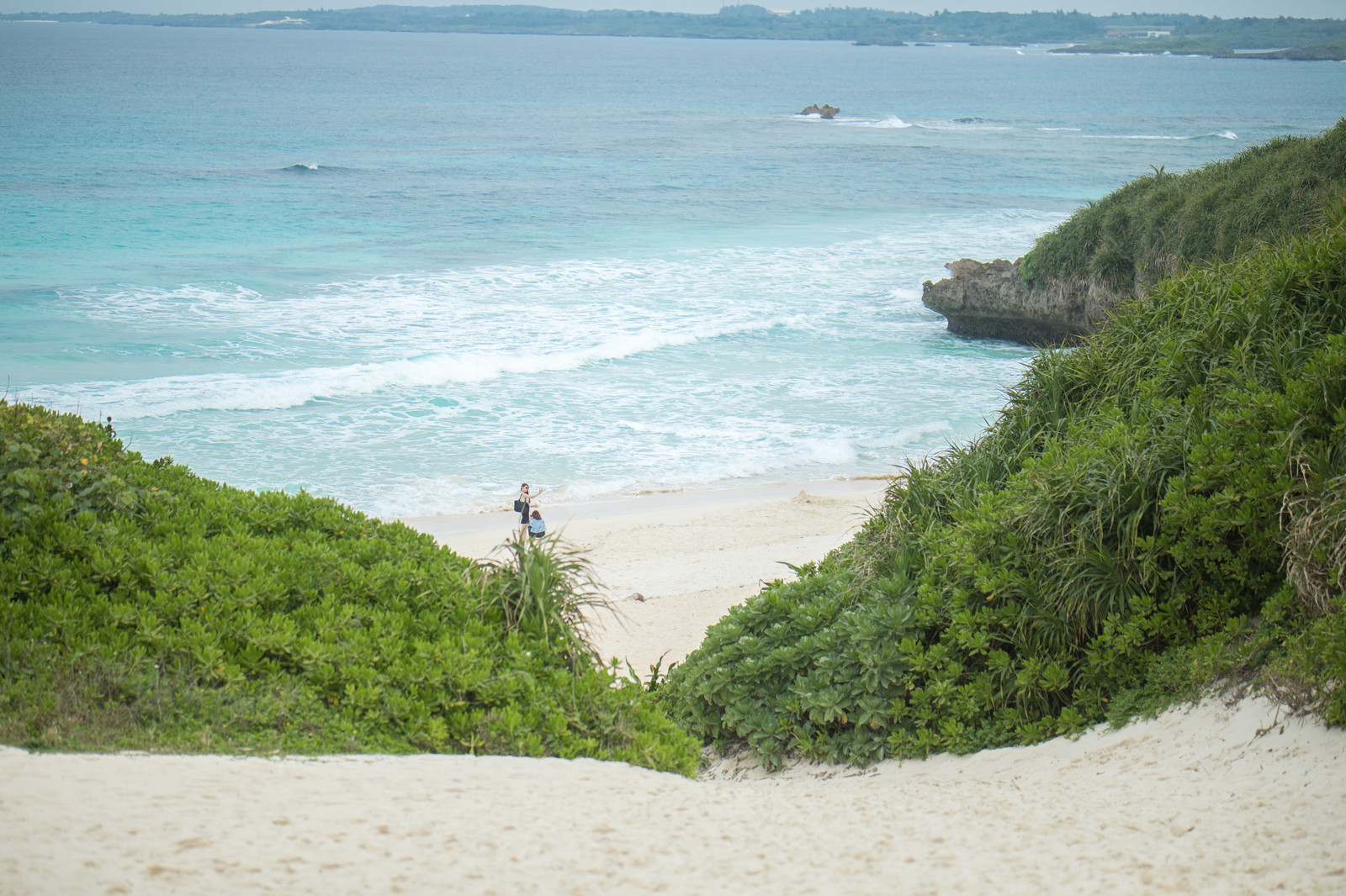 「目の前に広がる宮古島の砂山ビーチ」の写真