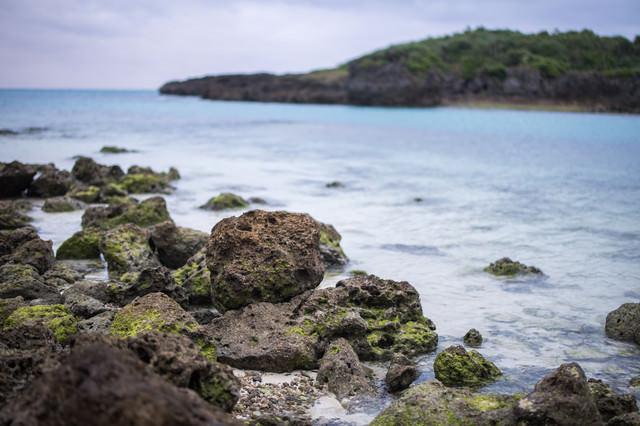 宮古島の岩石海岸の写真