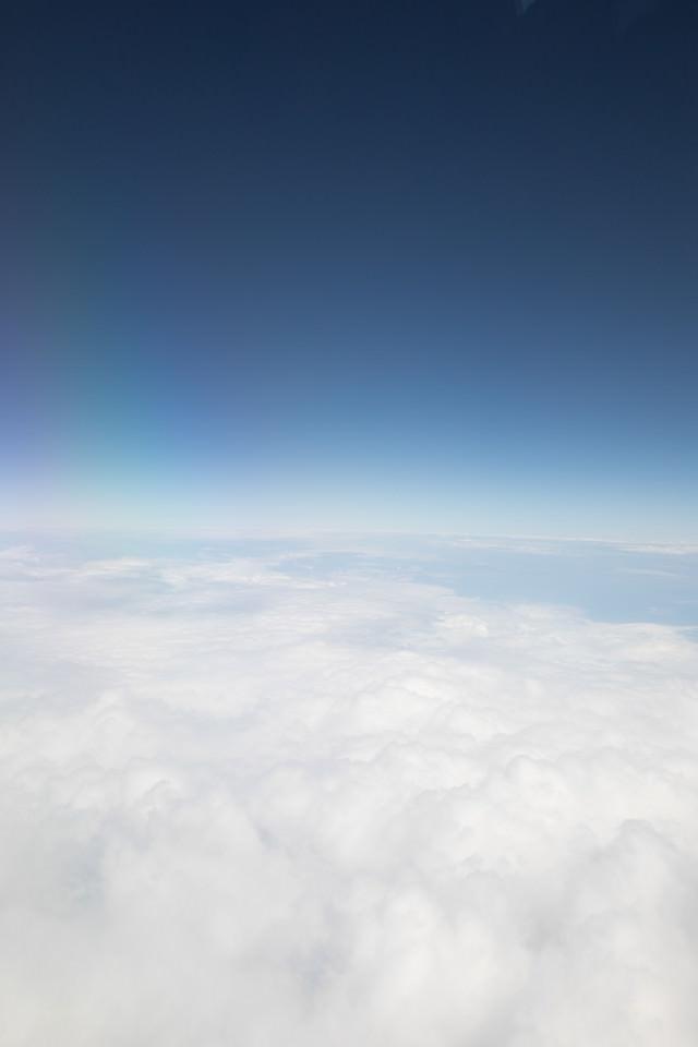 雲と空の境(上空)の写真
