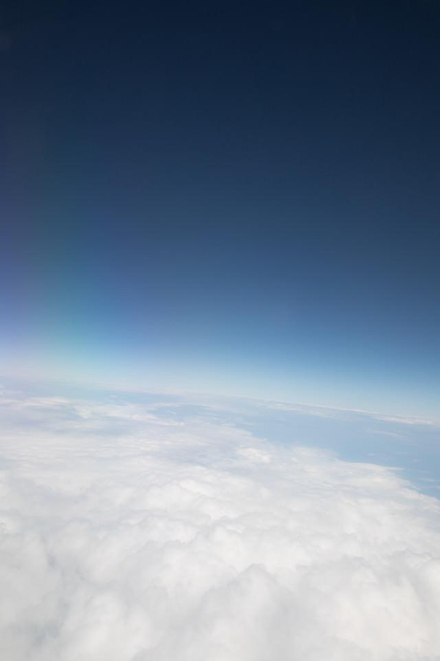 上空からの雲と青空の写真