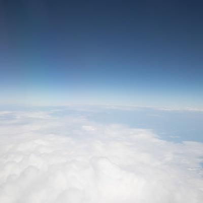 青空と雲(地平線)の写真