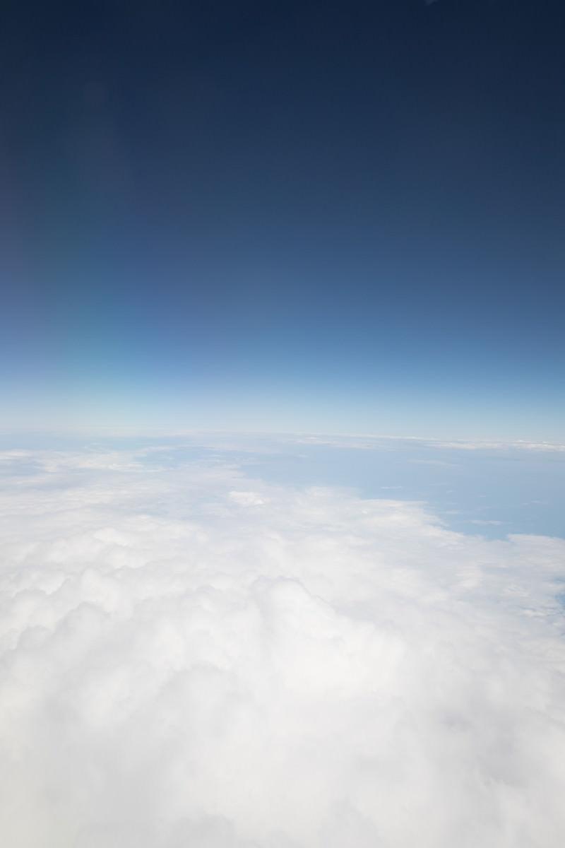 「青空と雲(地平線)」の写真