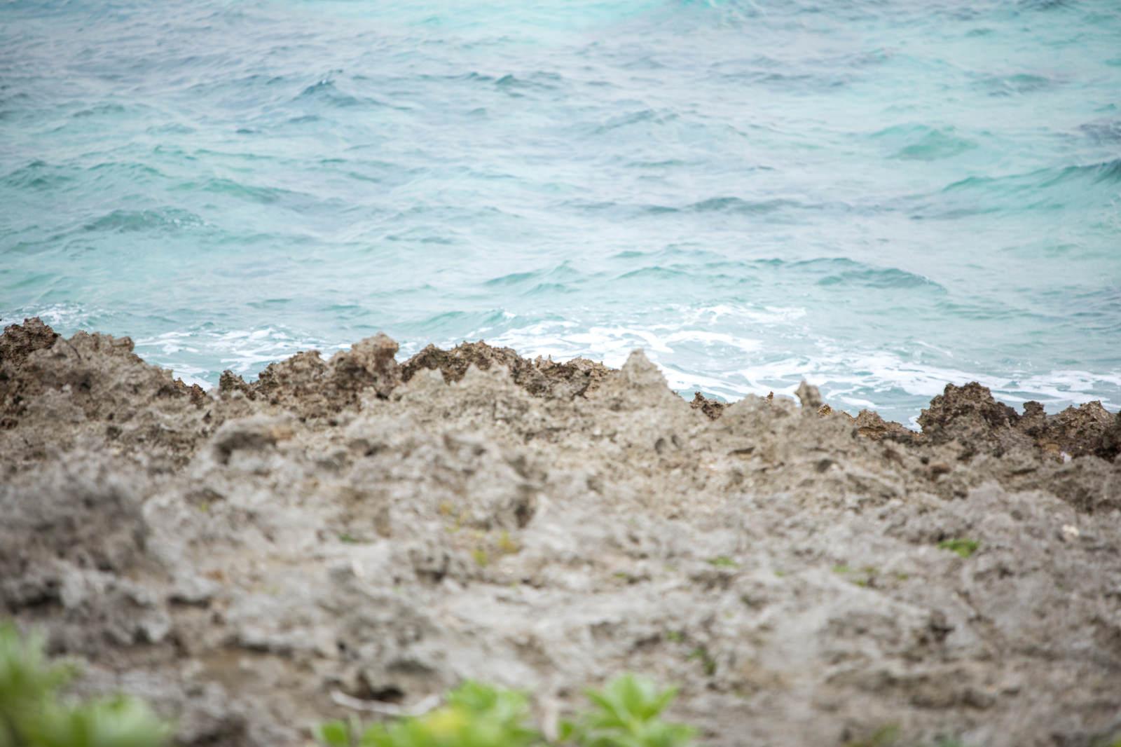 「岩場から見える海」の写真