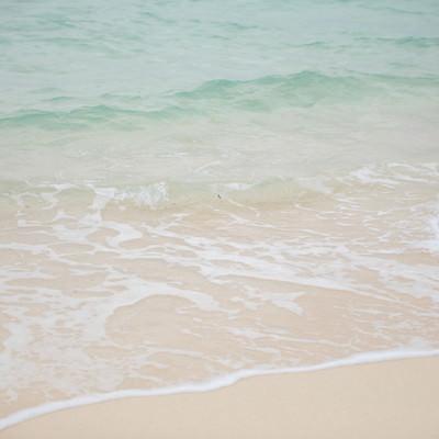 宮古島の美しい海(波打ち際)の写真