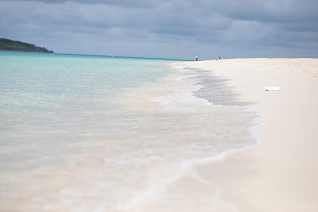白い砂浜の海水浴場(宮古島)の写真