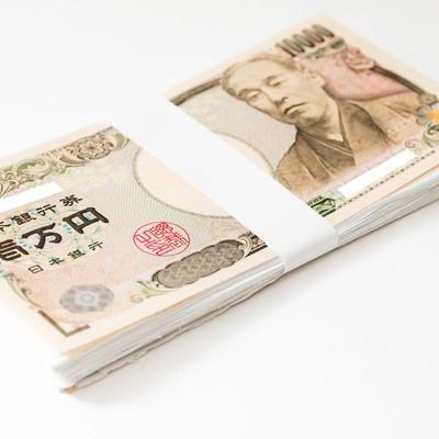 画像加工ソフトで読み込むと「紙幣偽造」と警告メッセージが表示されるので一部配慮した札束の写真