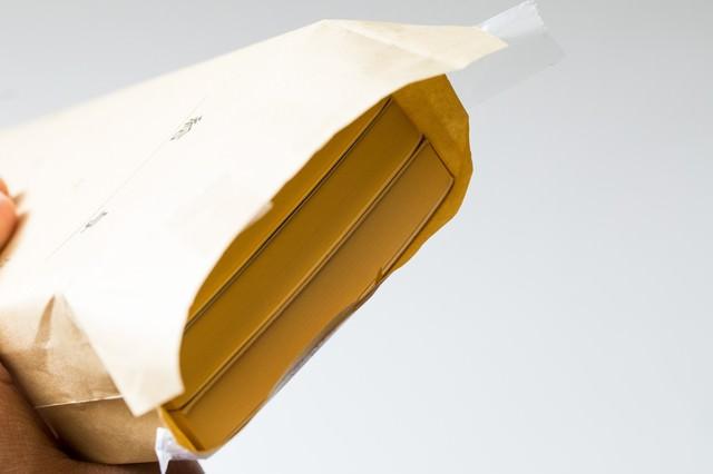 封筒の中身は札束の写真