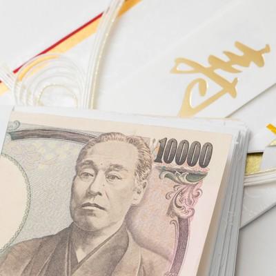 「ご祝儀の100万円の札束が偽装されていた」の写真素材