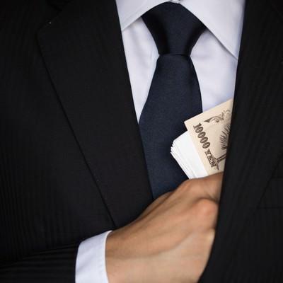 「懐から紙幣をチラつかせる」の写真素材