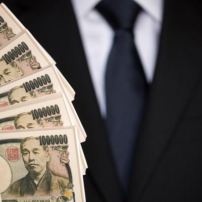 「500万円の偽札をひけらかす」の写真素材