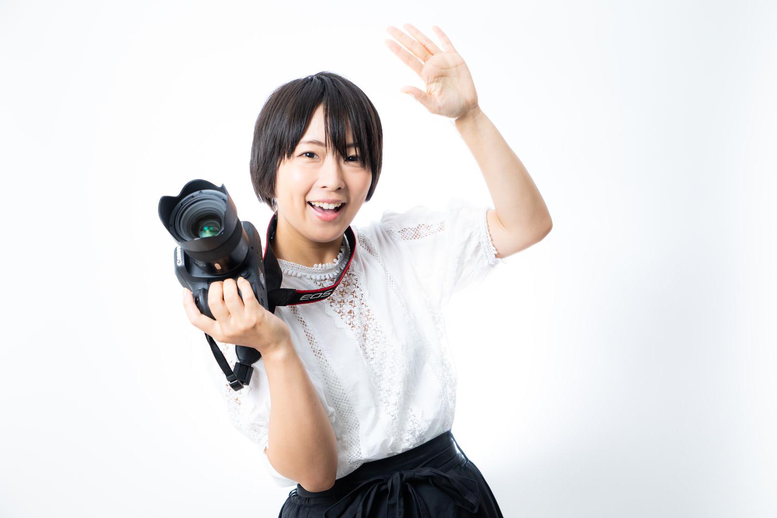 「こっちに視線いただけますか?(カメコ女子) | 写真の無料素材・フリー素材 - ぱくたそ」の写真[モデル:にゃるる]