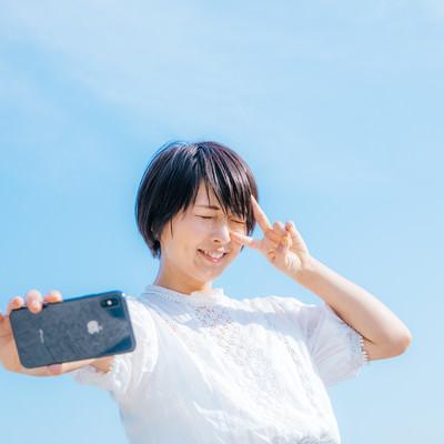 夏日の自撮り女子の写真