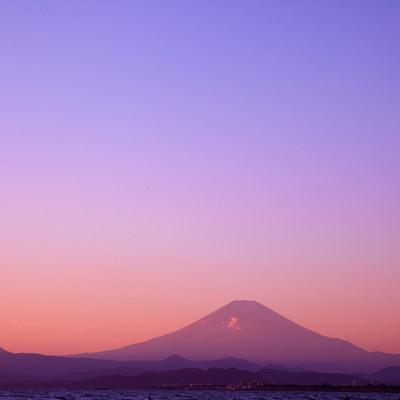 「朝焼けの富士山」の写真素材