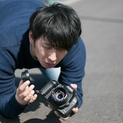 「カメラ落としたらレンズ壊れたンゴwww」の写真素材