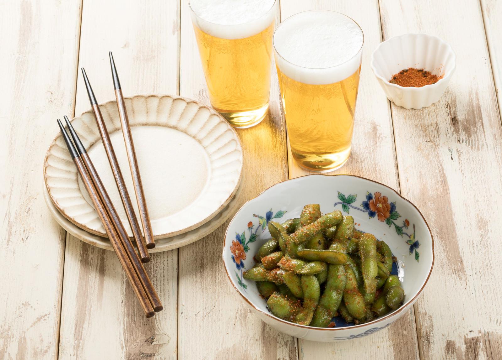 「唐辛子のパンチが効いたつまみ枝豆」の写真