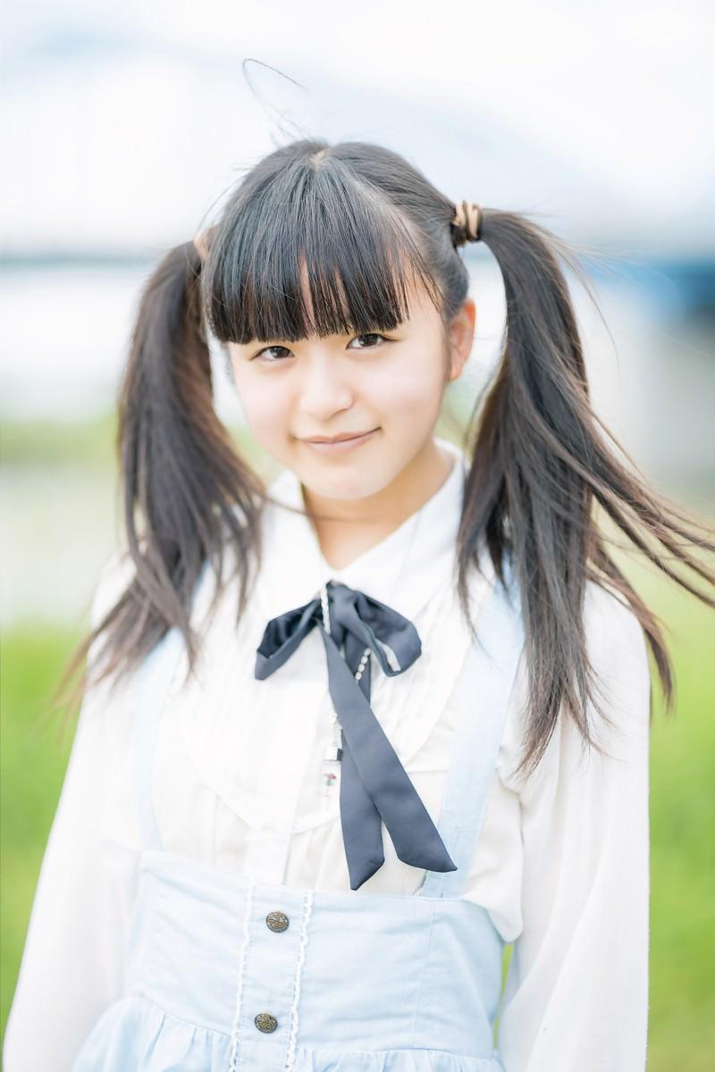 「笑顔が可愛いツインテールの女の子」の写真[モデル:こころ]