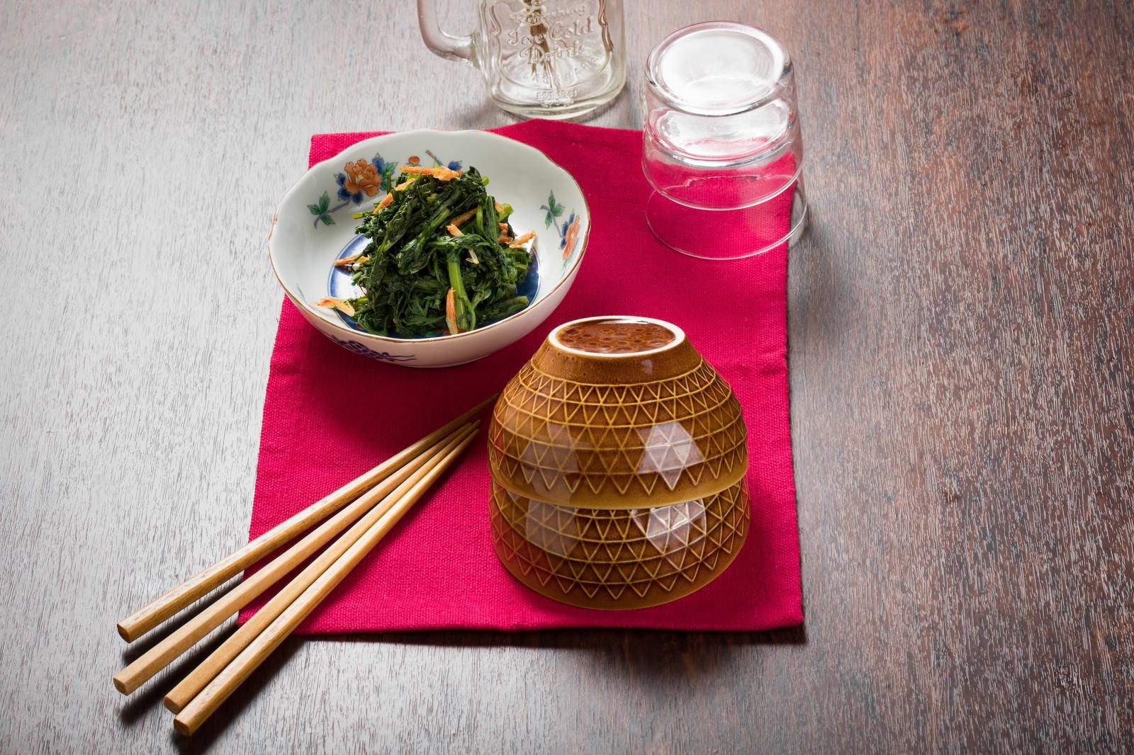 「ご飯にもよく合う春菊のナムルご飯にもよく合う春菊のナムル」のフリー写真素材を拡大