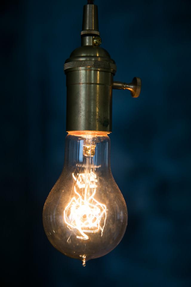 フィラメントタイプのエジソン電球の写真