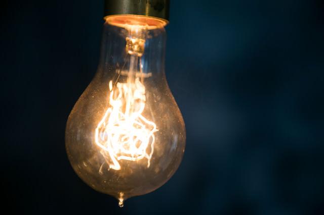 おしゃれでアンティークな電球の写真