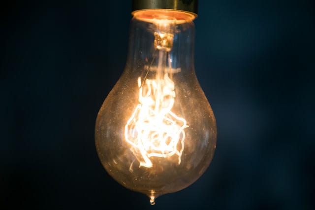 レトロでアンティークのフィラメント電球