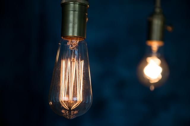 やさしい明るさのフィラメント電球の写真
