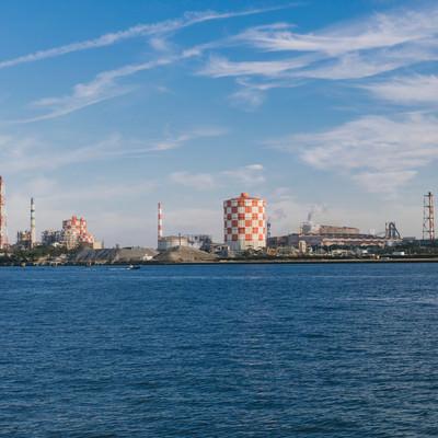 「海芝浦駅から見える対岸の工業地帯」の写真素材
