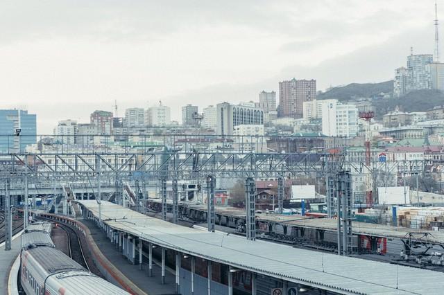 海外の駅と街並みの写真