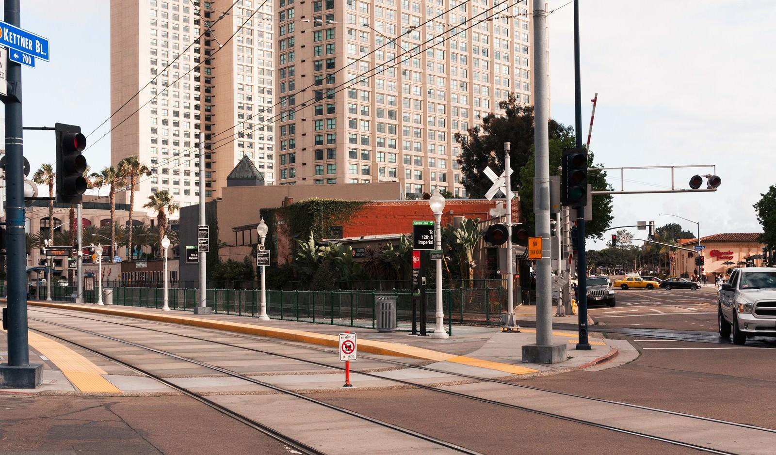 「サンディエゴ・トロリーの停車場」の写真