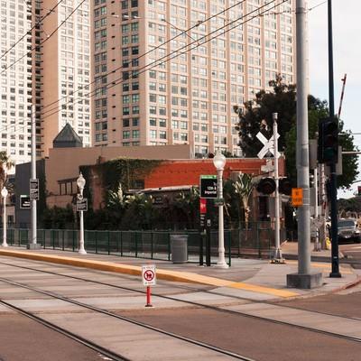 「サンディエゴ・トロリーの停車場」の写真素材