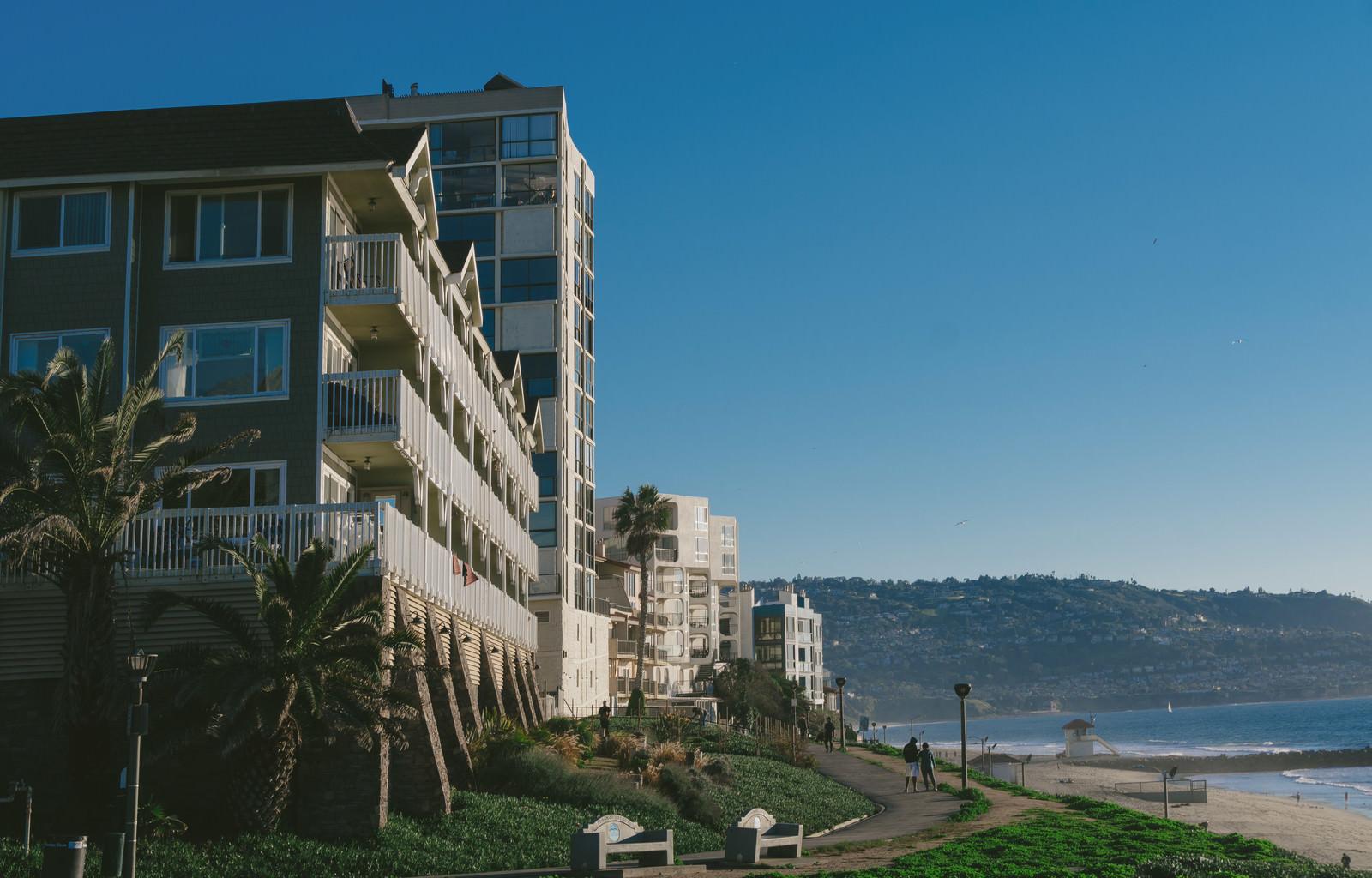 「レドンドビーチと建物レドンドビーチと建物」のフリー写真素材を拡大