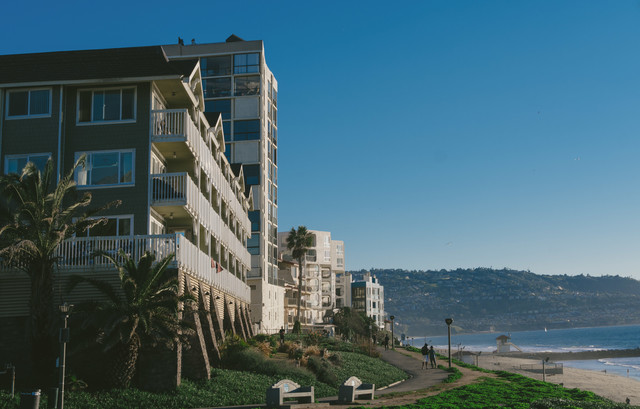 レドンドビーチと建物の写真