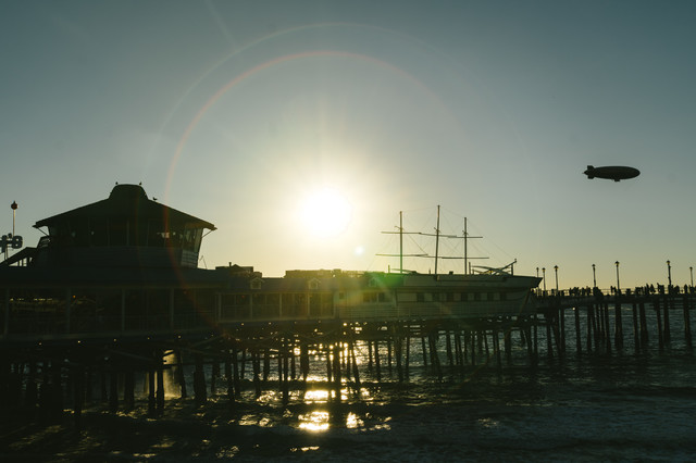 逆光とレドンドビーチの写真