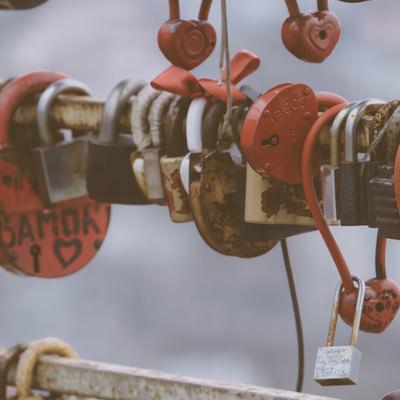 「取り付けるスキマもない観光地の南京錠(海外)」の写真素材