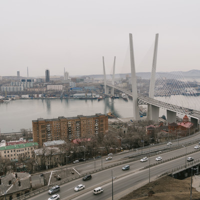 「ウラジオストックの金角湾にかかる橋」の写真素材